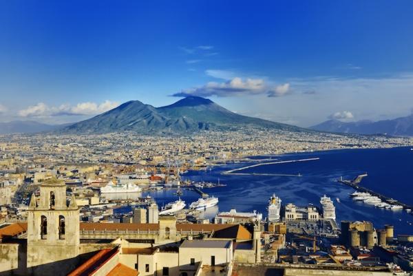 بركان جبل فيزوف من اشهر البراكين في العالم