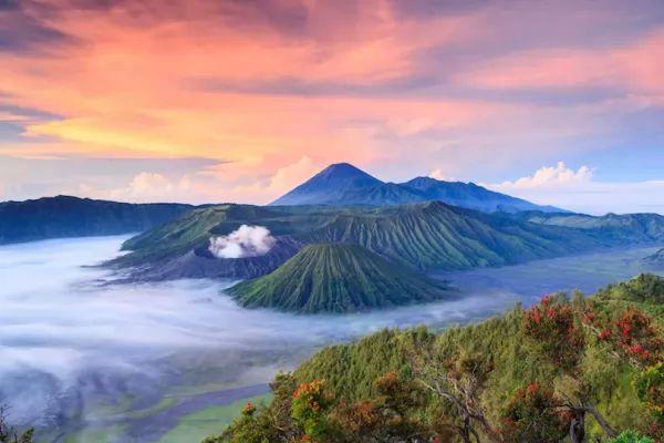 بركان جبل برومو من اشهر البراكين في العالم