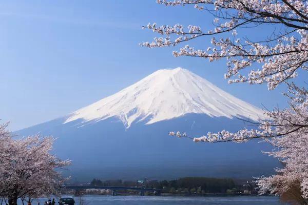 بركان جبل فوجي من اشهر البراكين في العالم