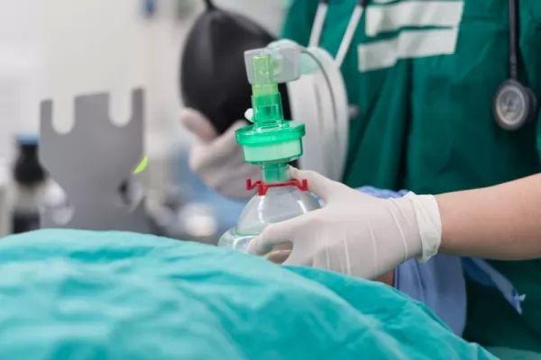 استخدام التخدير في العمليات الجراحية