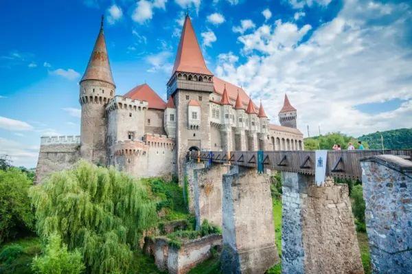 قلعة كورفن من اشهر المعالم الاثرية في العالم