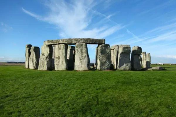 من اشهر المعالم الاثرية في العالم احجار ستونهنج