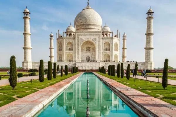 من اشهر المعالم الاثرية في العالم تاج محل