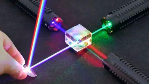 تطوير اختراع الليزر
