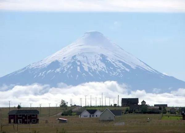 بركان أوزورنو من اشهر البراكين في العالم