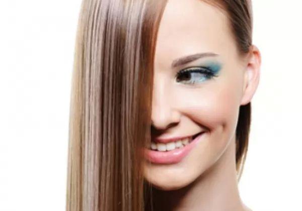 طرق طبيعية لفرد الشعر في المنزل