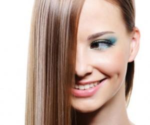 10 طرق طبيعية لفرد الشعر في المنزل