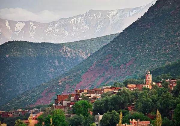 الاطلس العالي من اشهر الاماكن السياحية في المغرب
