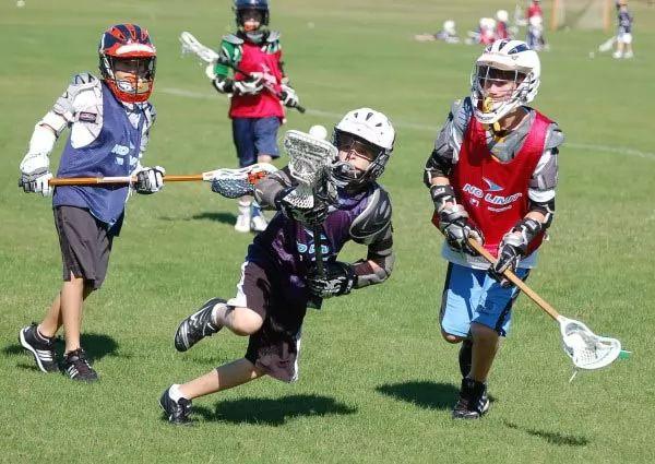 اللكروس من الرياضات الخطرة رياضة