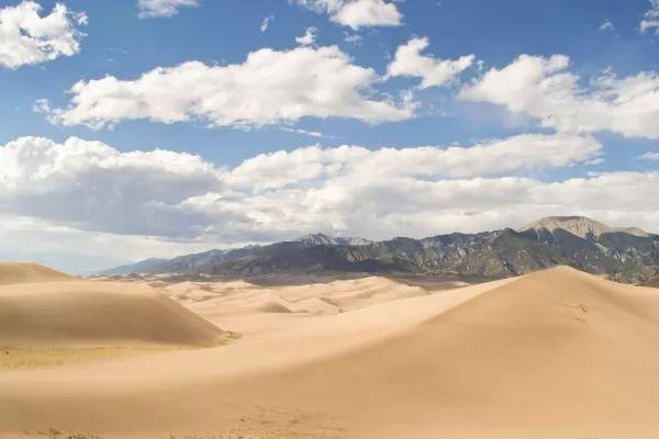الكثبان الرملية العظيمة من اغرب الاماكن في الولايات المتحدة الامريكية