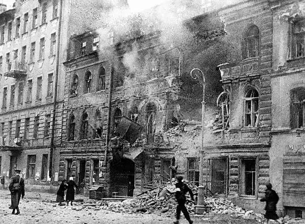 تأثير ضربات الجيش النازي على حصار لينينغراد