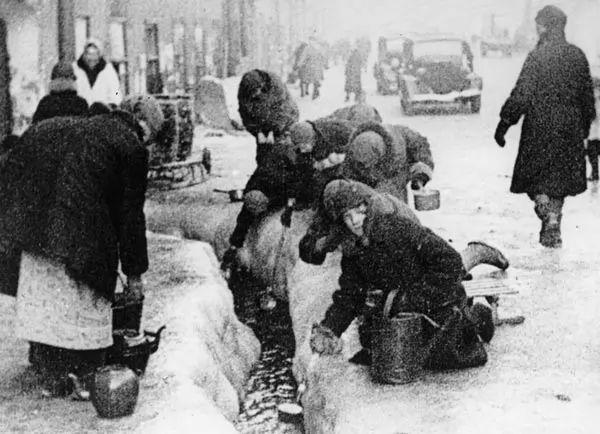 حصار لينينغراد استمر لمدة 900 يوم