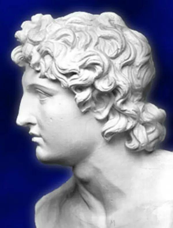 تمثال الاسكندر الاكبر