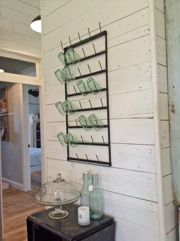 تنظيم الاكواب الزجاجية بطريقة آمنة من طرق ترتيب المنزل