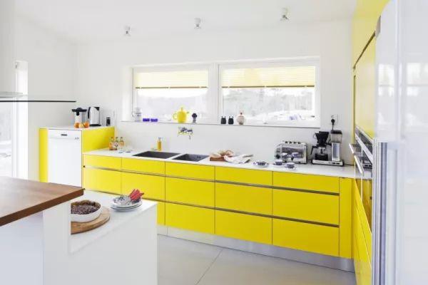 اختيار اللون الاصفر احدى الوان المطابخ العصرية