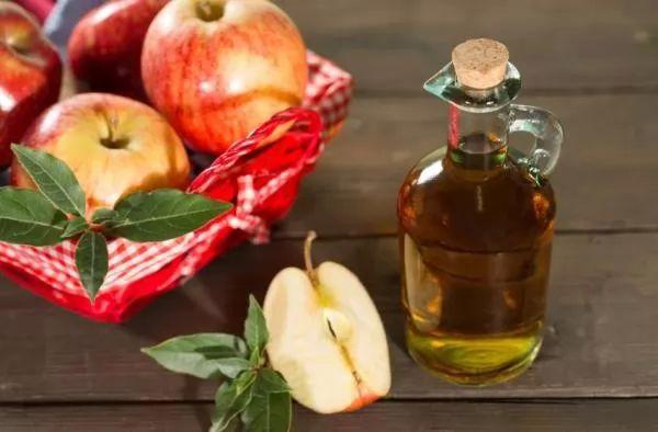 خل التفاح لازالة القشرة من الشعر