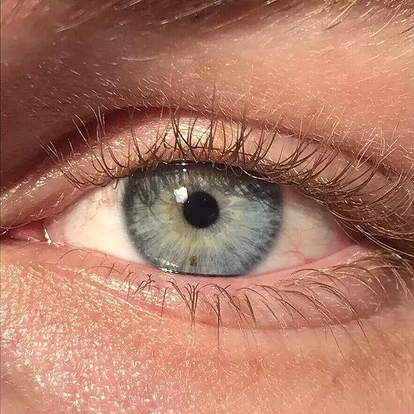 تحويل لون العين من البني الى الازرق