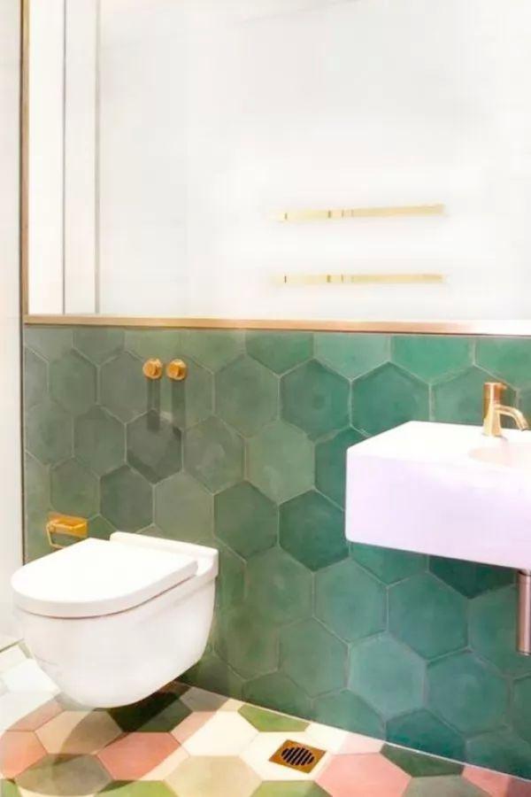 انماط من بلاط الحمامات المودرن يشبه خلية النحل
