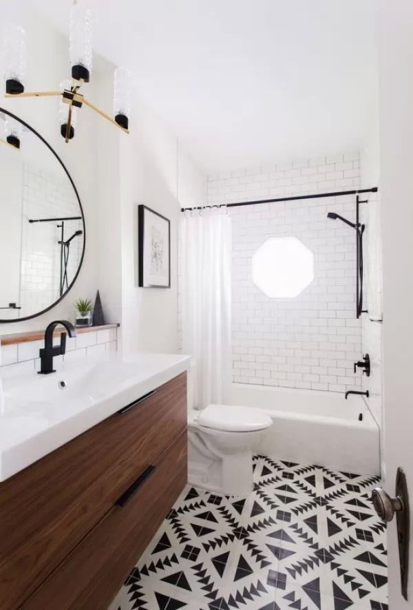 بلاط الحمامات المنقوش والممزوج مع اللون الابيض والاسود