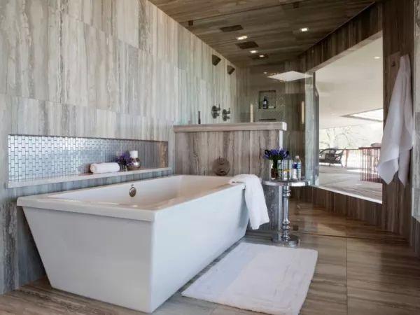 اشكال رائعة من بلاط الحمامات بالمظهر الخشبى