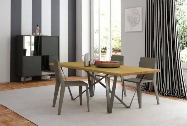 تصميم بسيط من طاولات الطعام الخشبية