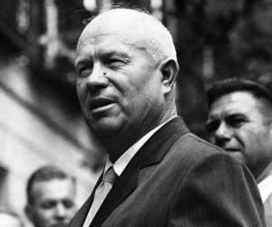 قاد نيكيتا خروتشوف الاتحاد السوفياتي في ذروة الحرب الباردة ، حيث شغل منصب رئيس الوزراء من عام 1958 إلى عام 1964 ، وتميز حكم نيكيتا خروتشوف بالمعاداة ...