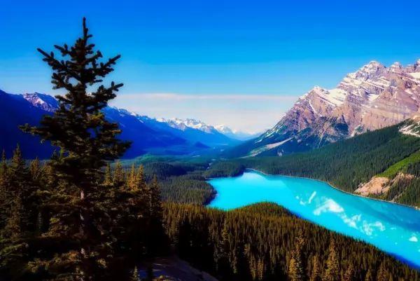 10 من أجمل البحيرات الملونة في العالم The-most-beautiful-lakes-in-the-world_10415_1_1523759178