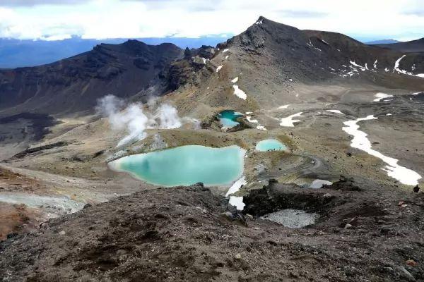 10 من أجمل البحيرات الملونة في العالم The-most-beautiful-lakes-in-the-world_10415_1_1523759314