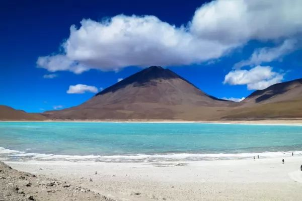 10 من أجمل البحيرات الملونة في العالم The-most-beautiful-lakes-in-the-world_10415_1_1523759354