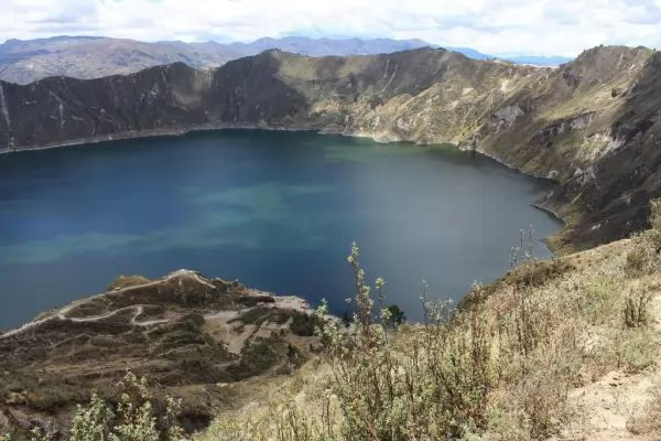 10 من أجمل البحيرات الملونة في العالم The-most-beautiful-lakes-in-the-world_10415_1_1523759595
