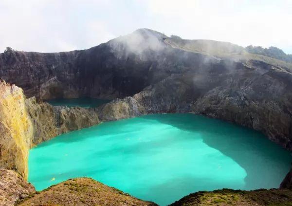10 من أجمل البحيرات الملونة في العالم The-most-beautiful-lakes-in-the-world_10415_1_1523759614