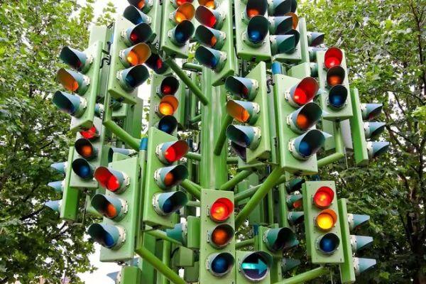 تعرف على مخترع إشارات المرور وكيف تتطورت عبر السنين Traffic-light-invention_10402_1_1522955166
