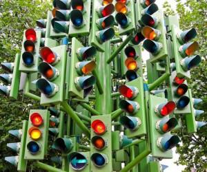 من هو مخترع إشارات المرور ؟ وكيف تتطورت عبر السنين ؟