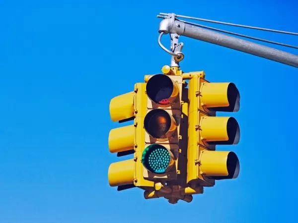 تعرف على مخترع إشارات المرور وكيف تتطورت عبر السنين Traffic-light-invention_10402_2_1522955167