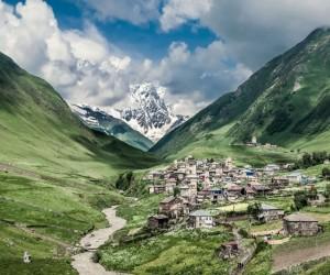 أين تقع جبال القوقاز ؟