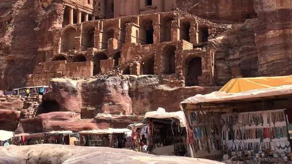 بالصور اللغز وراء المدينة المفقودة البتراء  Petra-facts_10545_1_1530657769