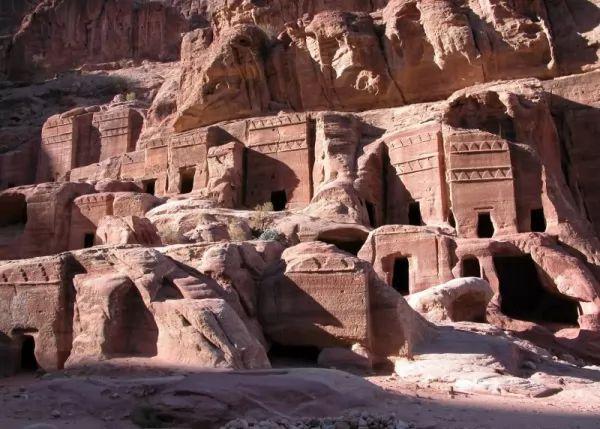 بالصور اللغز وراء المدينة المفقودة البتراء  Petra-facts_10545_2_1530657770