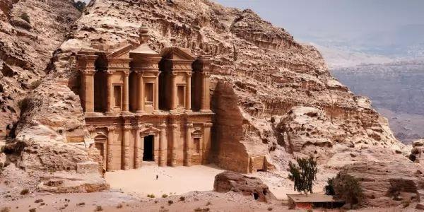 بالصور اللغز وراء المدينة المفقودة البتراء  Petra-facts_10545_3_1530657771