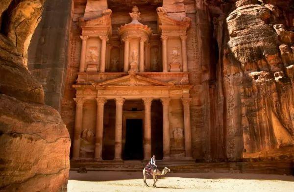 بالصور اللغز وراء المدينة المفقودة البتراء  Petra-facts_10545_5_1530657773