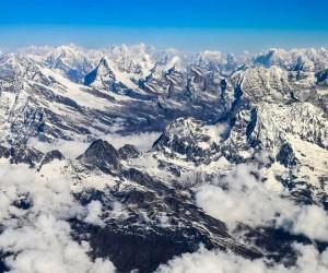 اشتهرت جبال اليهمالايا في جميع أنحاء العالم بسبب وجود أعلى قمة جبال في العالم بها وهي قمة إيفرست، وسلسلة جبال الهيمالايا هي أعلى سلسلة جبال في قارة ...