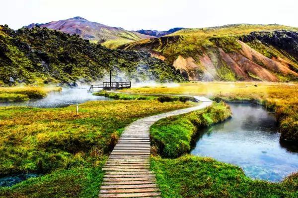 أجمل الينابيع الساخنة في العالم بالصور Hot-springs_11013_15_1551366963