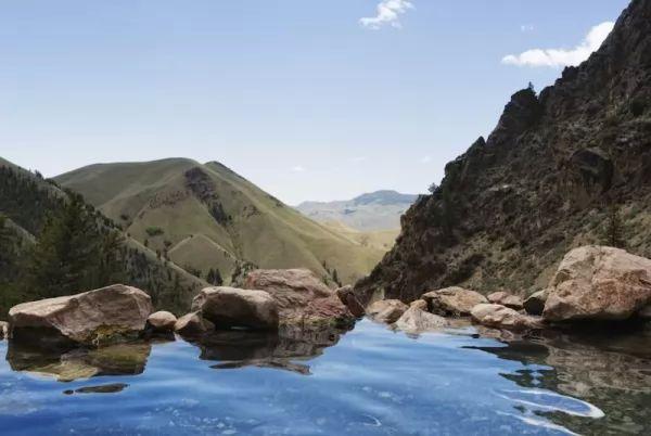أجمل الينابيع الساخنة في العالم بالصور Hot-springs_11013_2_1551366949