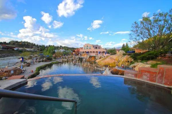 أجمل الينابيع الساخنة في العالم بالصور Hot-springs_11013_5_1551366953