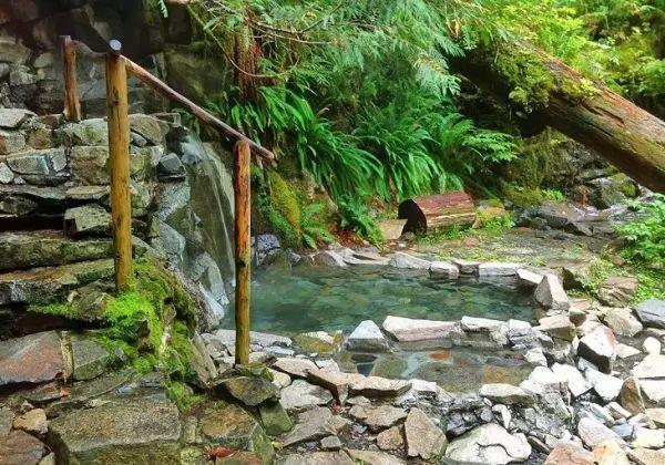 أجمل الينابيع الساخنة في العالم بالصور Hot-springs_11013_8_1551366956