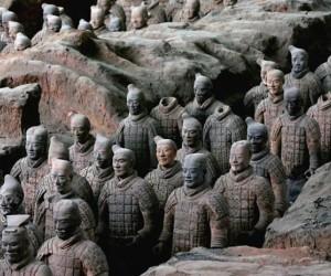 أسست أسرة تشين أول إمبراطورية في الصين، بدءا من عام 230 قبل الميلاد، حيث إجتاحت ست ولايات سلالة ذو، والإمبراطورية كانت موجودة لفترة وجيزة فقط من عام ...