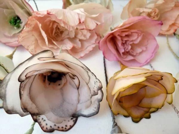 معلومات رائعة عن الزهور الصناعية بالصور Artificial-flowers_11068_2_1553877572