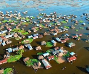 في جميع أنحاء العالم، يكسب كثير من الناس رزقهم من الماء، ولقد حافظت هذه المستوطنات على سكانها لقرون عديدة من خلال صيد الأسماك وتربية الأحياء المائية ...