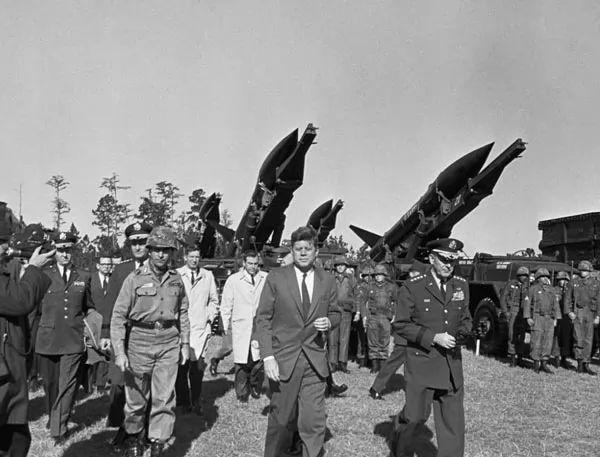 أهم اللحظات في أزمة الصواريخ الكوبية بين الولايات المتحدة والإتحاد السوفيتي