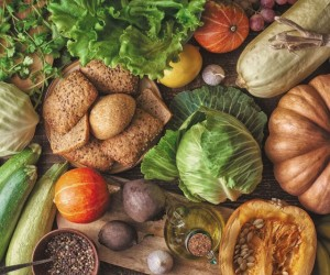 تناول المزيد من الألياف الغذائية سوف يوفر مجموعة كبيرة من الفوائد الصحية للجسم، وفيما يلي 10 من أهم فوائد الألياف الصحية لتشجيعك في الحصول على مرحلة ...