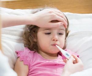 إذا كنت أحد الوالدين، فهذا مشهد مألوف جدًا عند وضع يدك على جبين طفلك المريض وهو دافئ، ثم يؤكد مقياس الحرارة شكوكك، ولكن لا تقلق إذا أصيب طفلك بحمى، ...